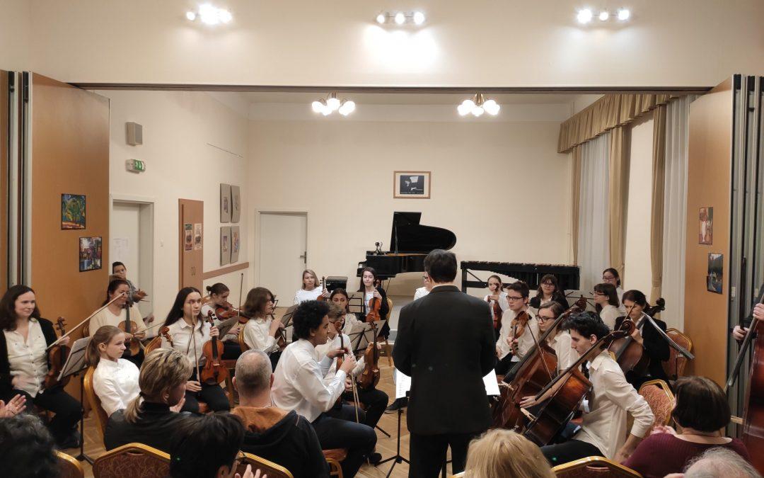 A Molnár Antal Zeneiskola a 2020/2021-es tanévre is várja a zenélni vágyó új növendékek jelentkezését.
